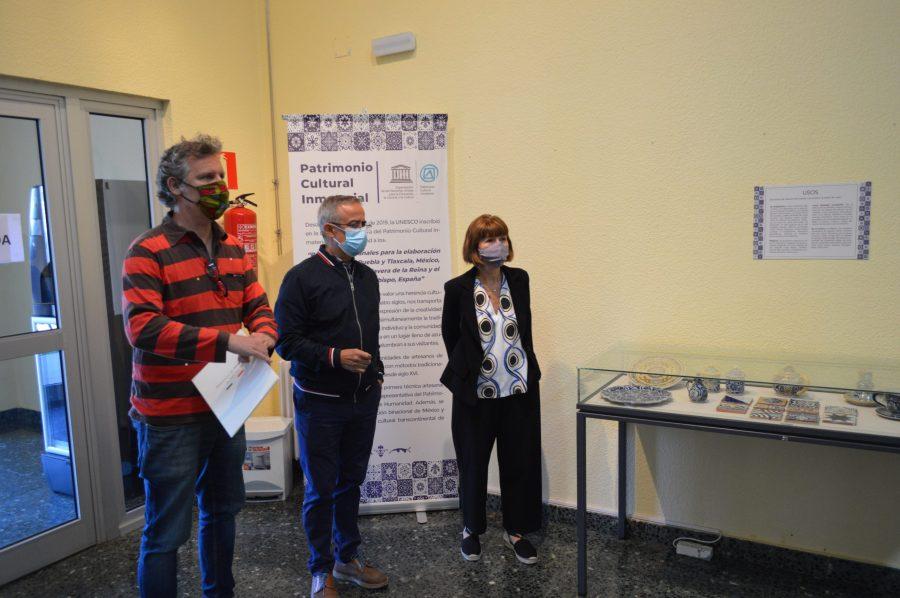 Inaugurada en la Casa de la Cultura de Ponferrada la exposición 'Manos de barro, agua, fuego y corazón' 1