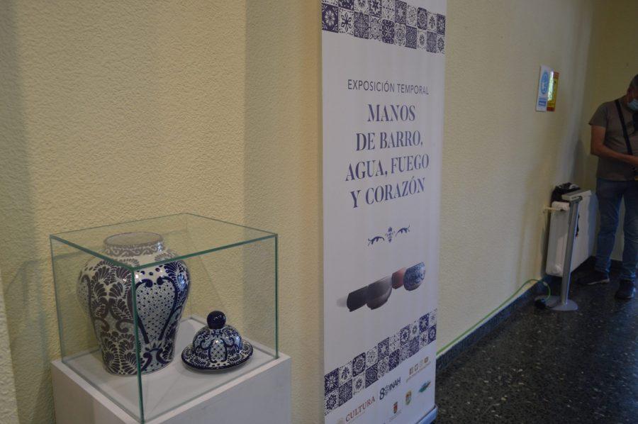 Inaugurada en la Casa de la Cultura de Ponferrada la exposición 'Manos de barro, agua, fuego y corazón' 3