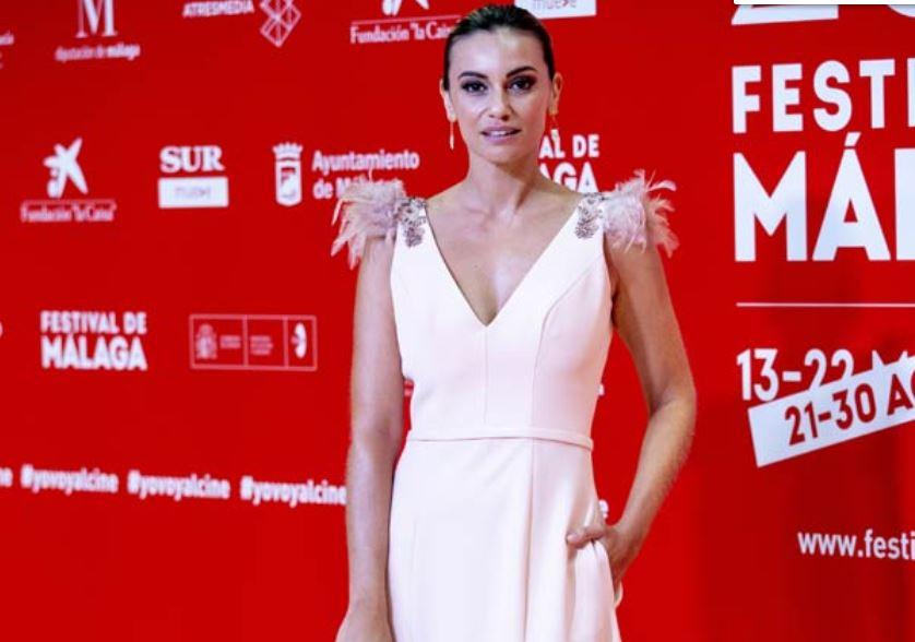 Un modelo de la diseñadora berciana Silvia Fernández deslumbra en la pasarela del Festival de Cine de Málaga 1