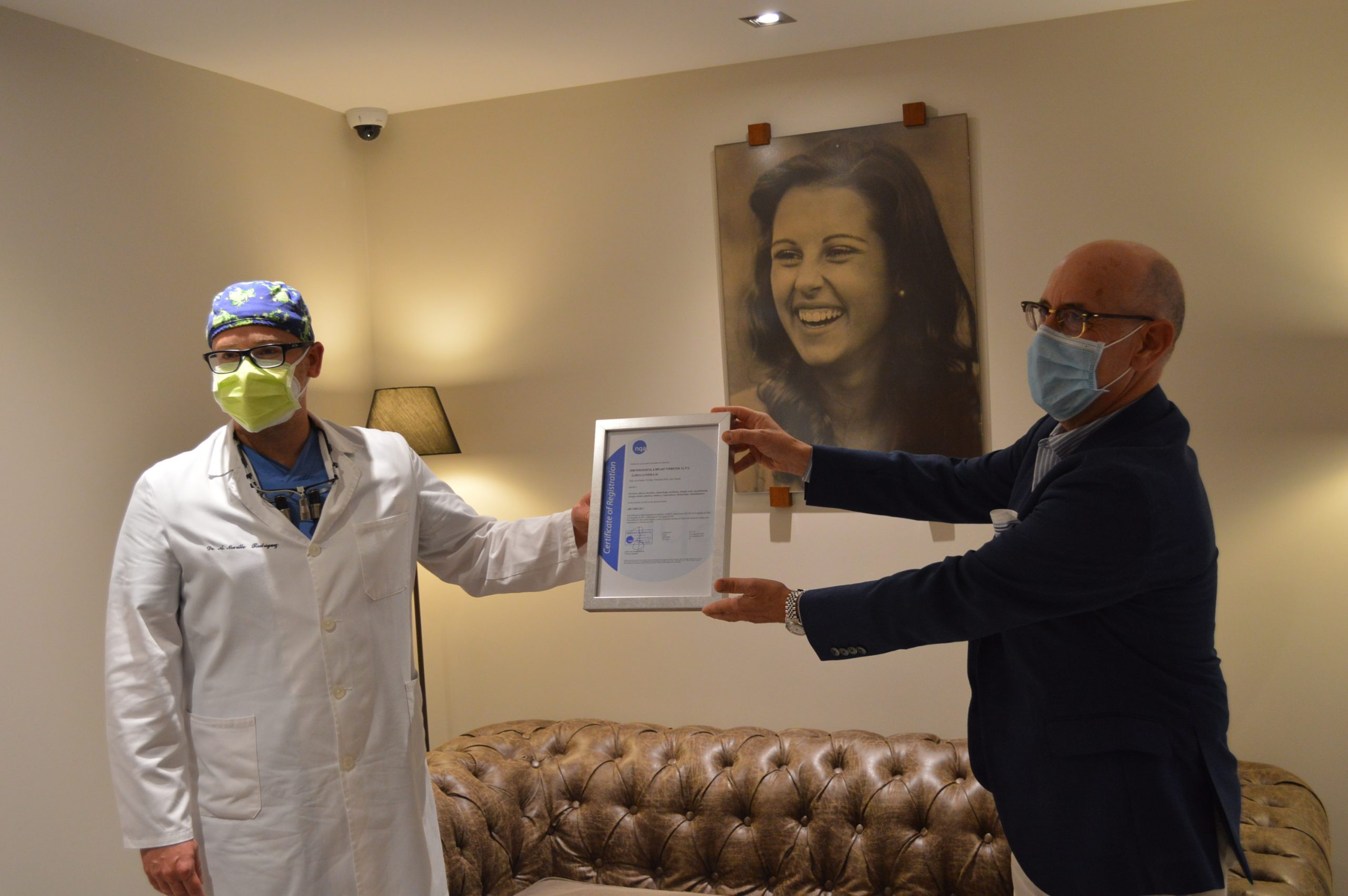 Clínica La Puebla 39 recibe en sus instalaciones las certificaciones de calidad ISO:9001 y UNE:179001 1