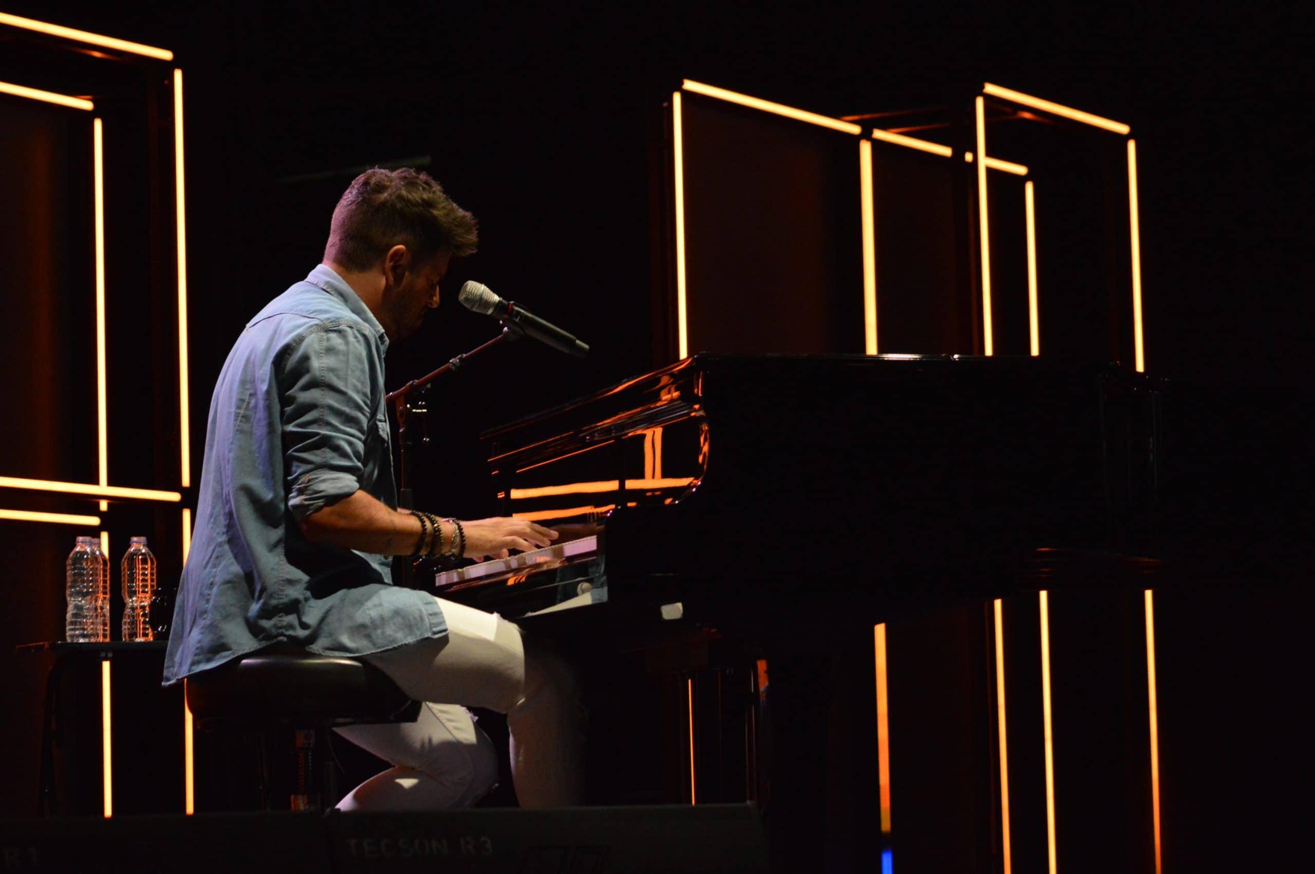 La gira 'López, piano y voz' de Pablo López pone el broche final a las fiestas de la Encina que nunca hubiéramos querido vivir 27