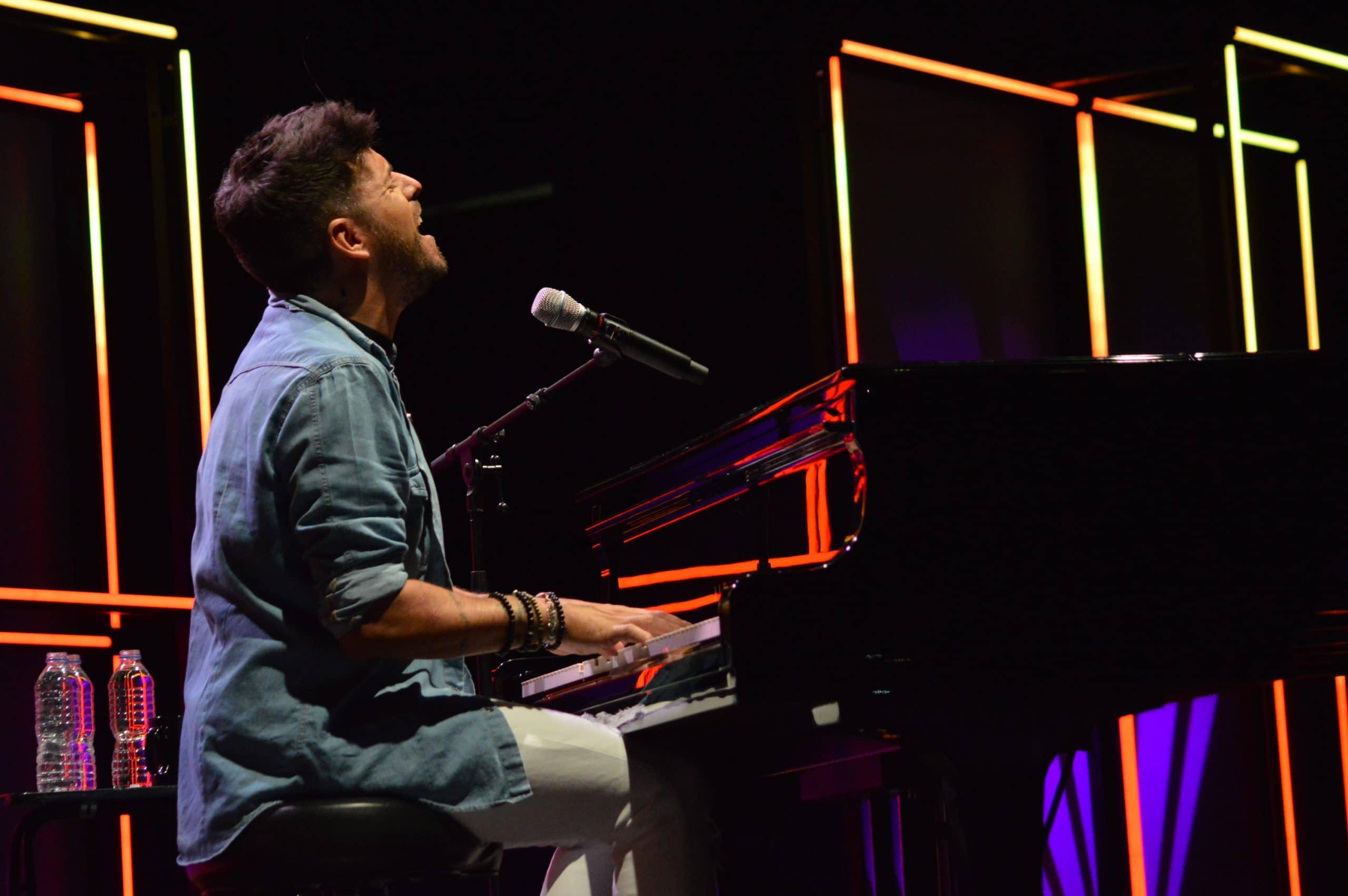 La gira 'López, piano y voz' de Pablo López pone el broche final a las fiestas de la Encina que nunca hubiéramos querido vivir 26