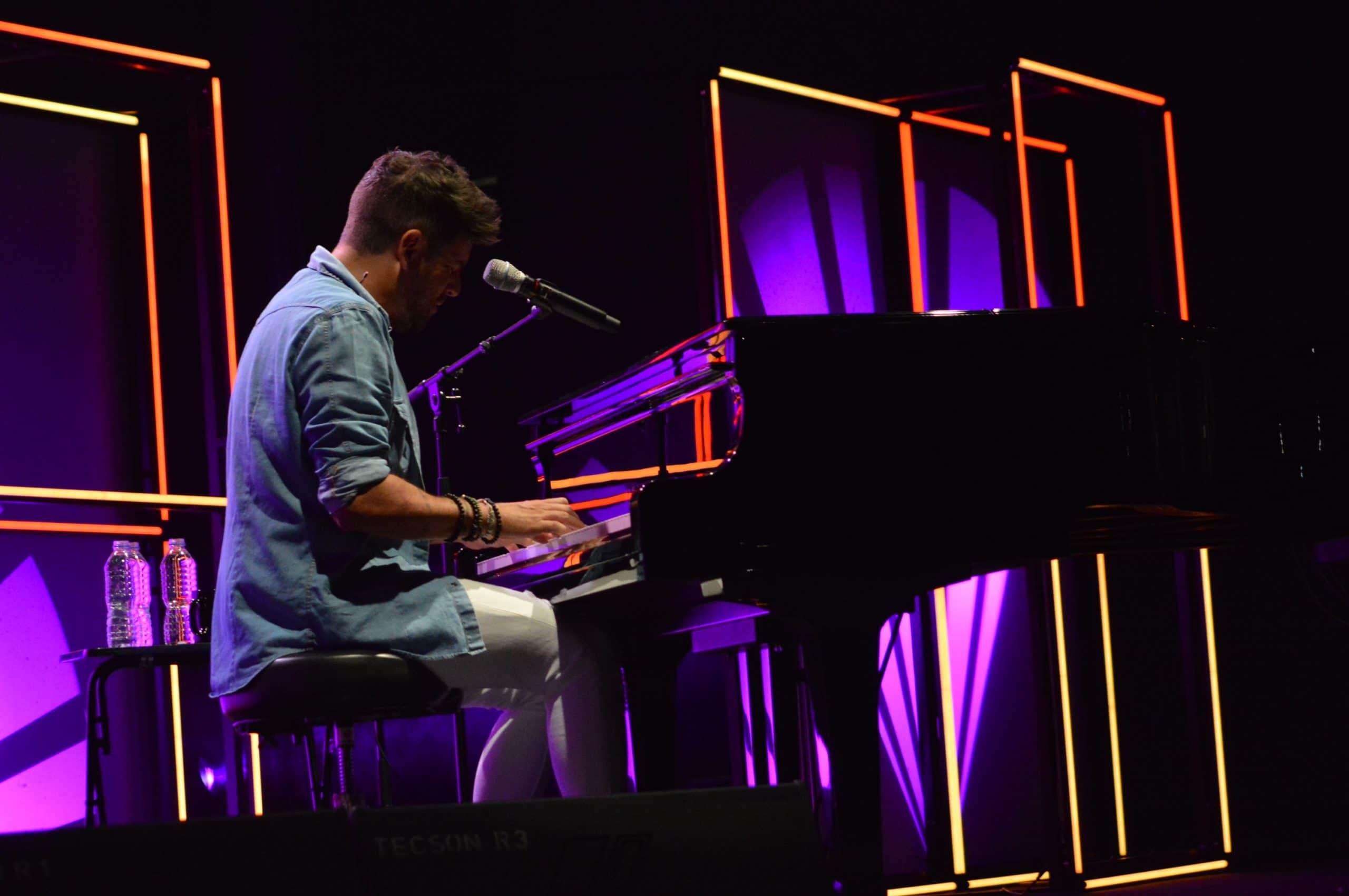 La gira 'López, piano y voz' de Pablo López pone el broche final a las fiestas de la Encina que nunca hubiéramos querido vivir 25