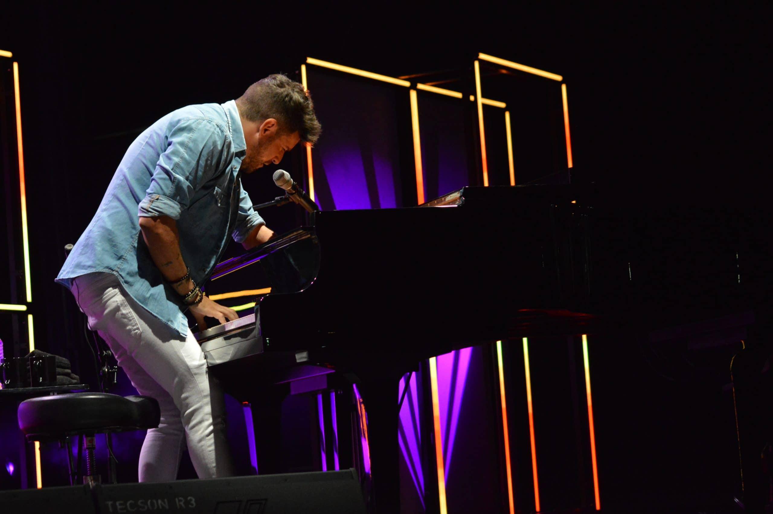 La gira 'López, piano y voz' de Pablo López pone el broche final a las fiestas de la Encina que nunca hubiéramos querido vivir 23