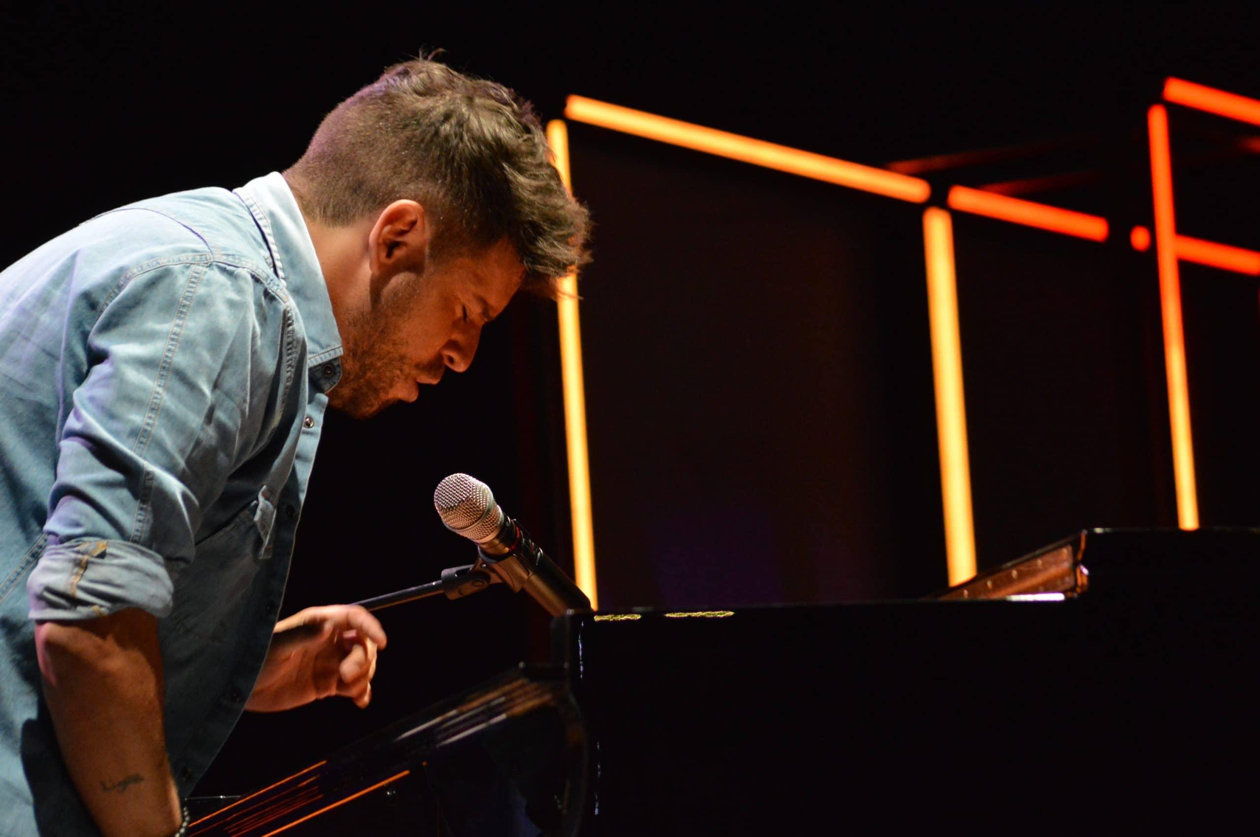La gira 'López, piano y voz' de Pablo López pone el broche final a las fiestas de la Encina que nunca hubiéramos querido vivir 22