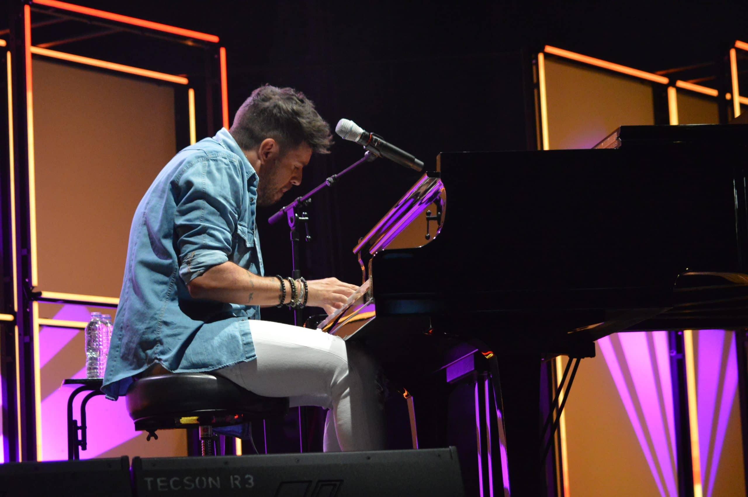 La gira 'López, piano y voz' de Pablo López pone el broche final a las fiestas de la Encina que nunca hubiéramos querido vivir 17
