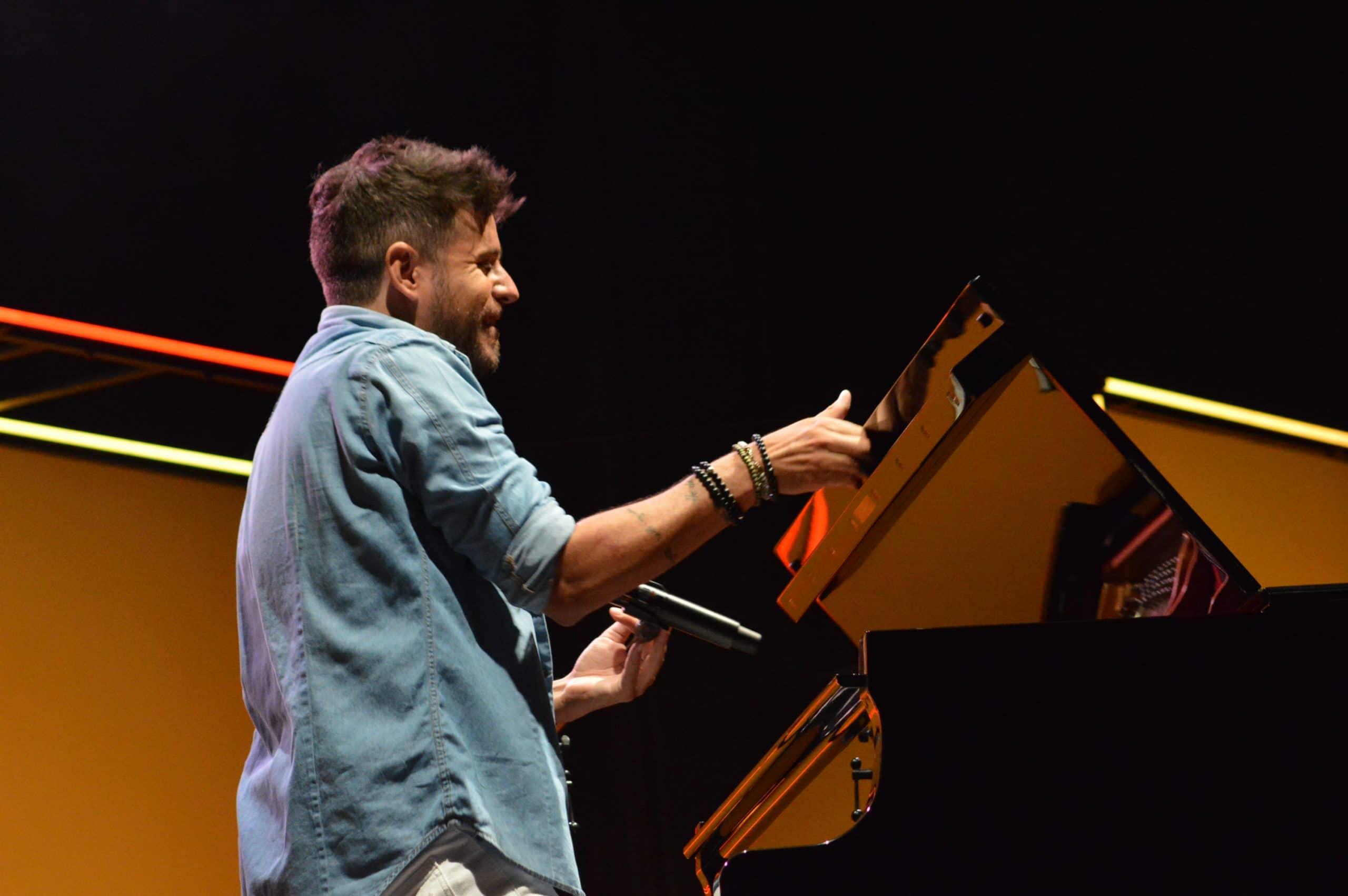 La gira 'López, piano y voz' de Pablo López pone el broche final a las fiestas de la Encina que nunca hubiéramos querido vivir 15