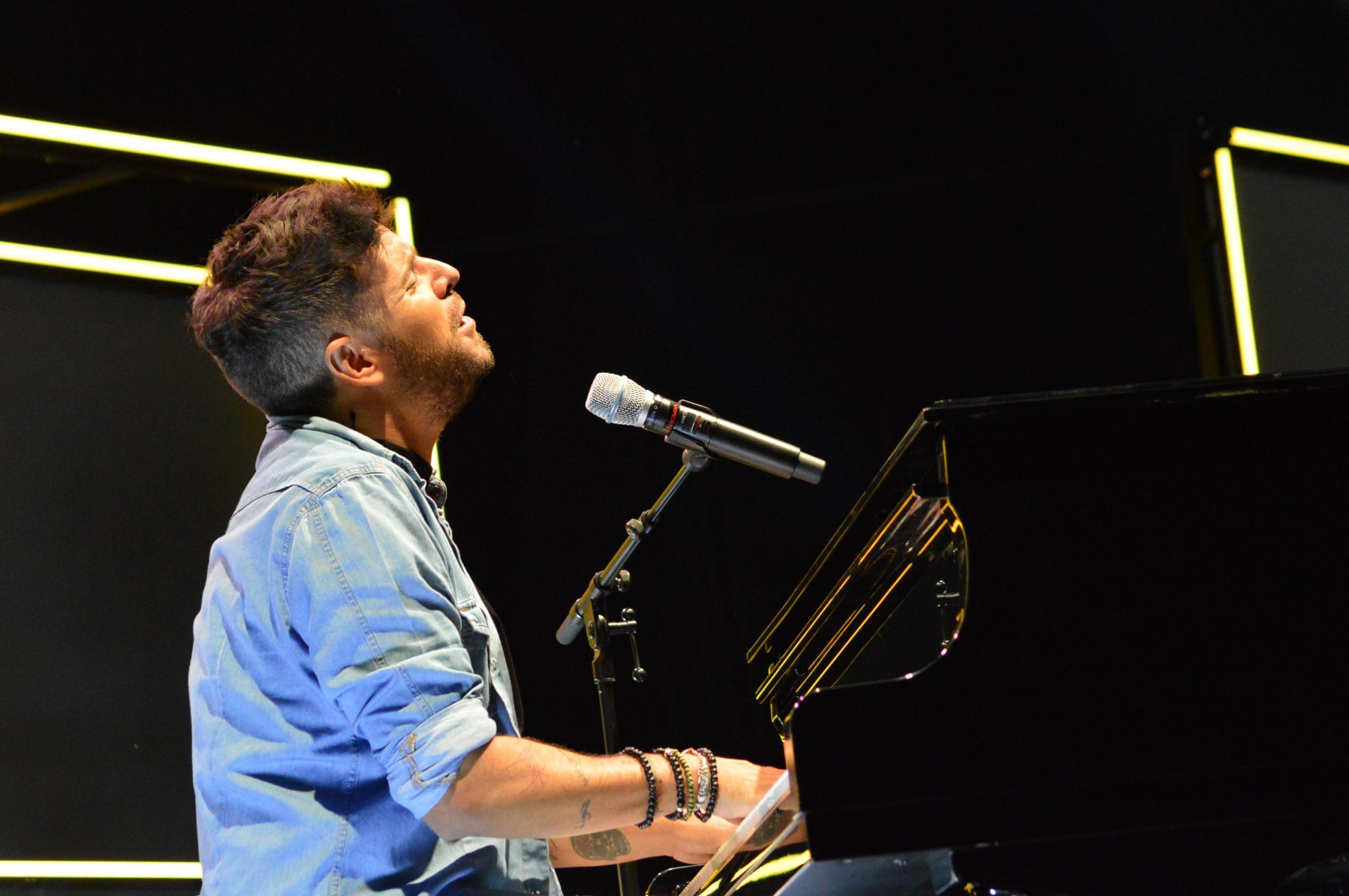 La gira 'López, piano y voz' de Pablo López pone el broche final a las fiestas de la Encina que nunca hubiéramos querido vivir 7