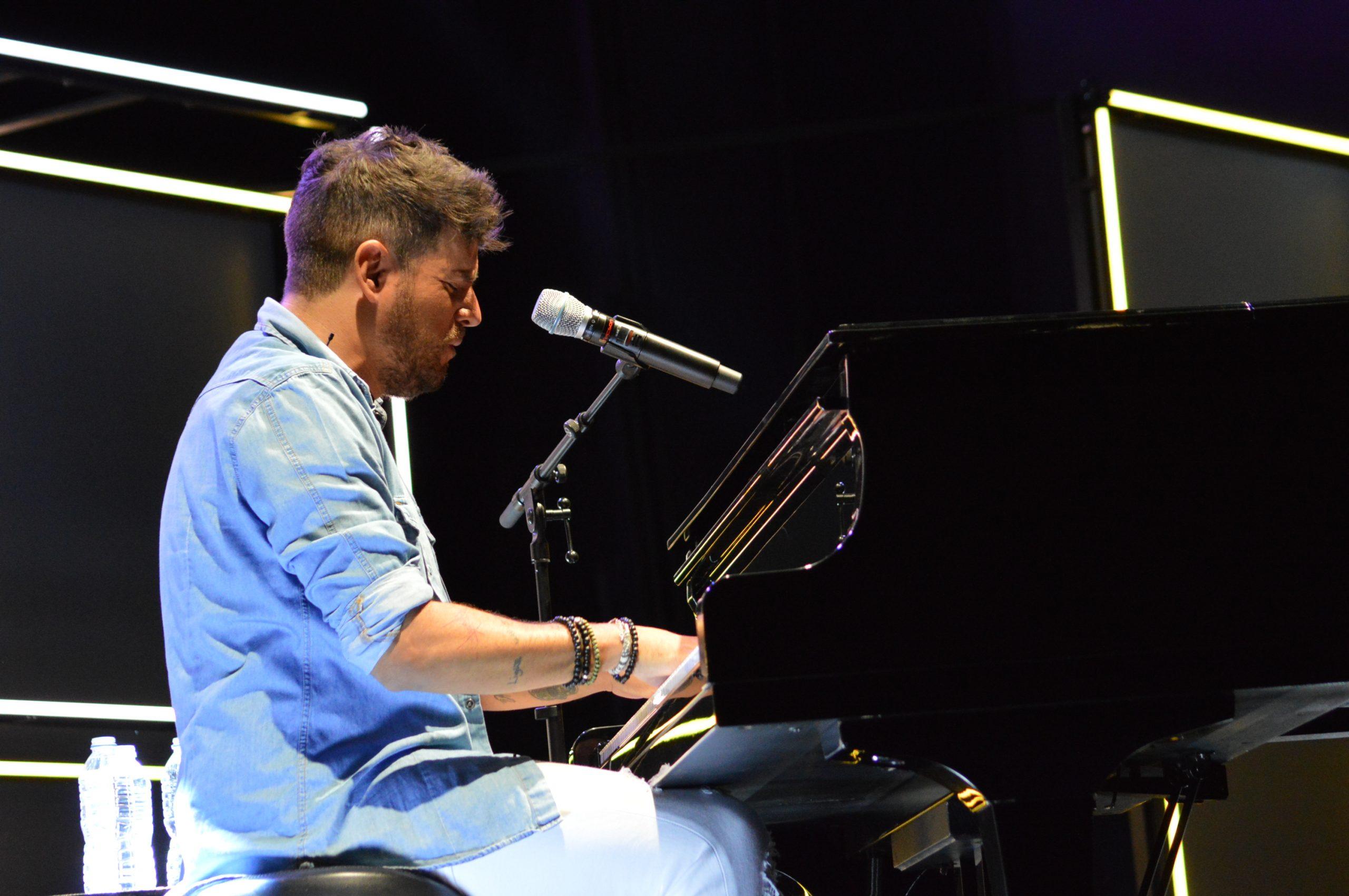 La gira 'López, piano y voz' de Pablo López pone el broche final a las fiestas de la Encina que nunca hubiéramos querido vivir 6