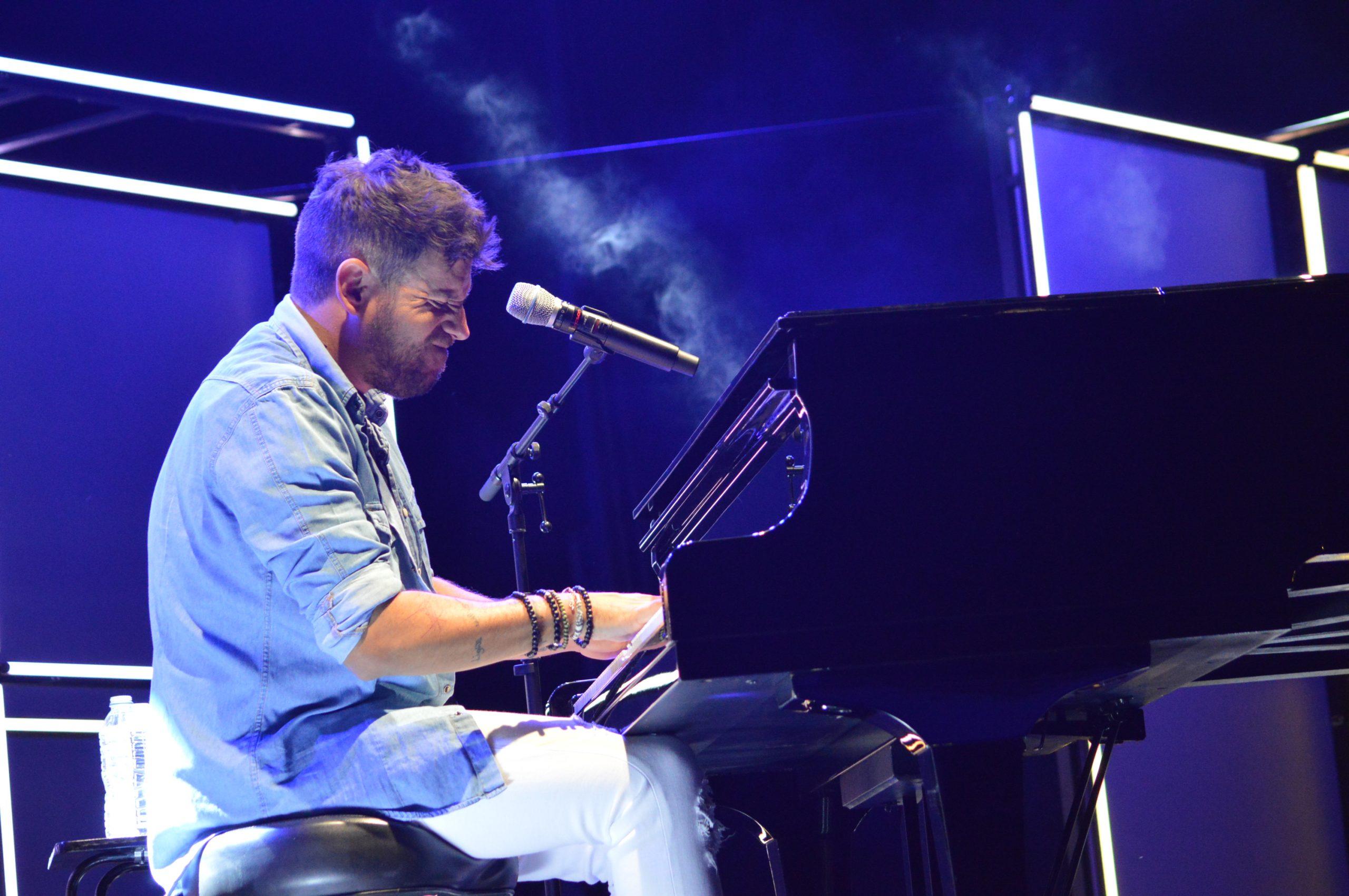 La gira 'López, piano y voz' de Pablo López pone el broche final a las fiestas de la Encina que nunca hubiéramos querido vivir 5