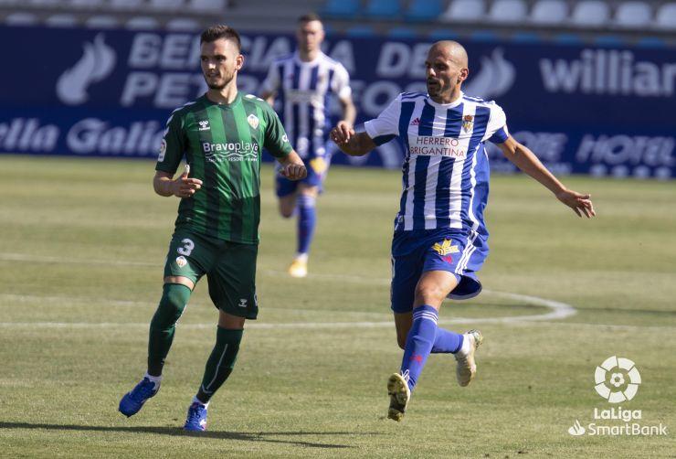 El Castellón consigue llevarse los tres puntos de El Toralín en los últimos segundos del partido - SD Ponferradina 1 - CD Castellón 2 5