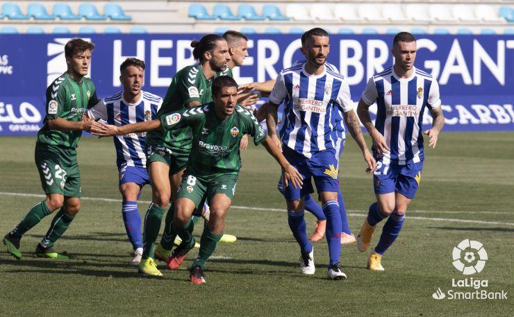 El Castellón consigue llevarse los tres puntos de El Toralín en los últimos segundos del partido - SD Ponferradina 1 - CD Castellón 2 4