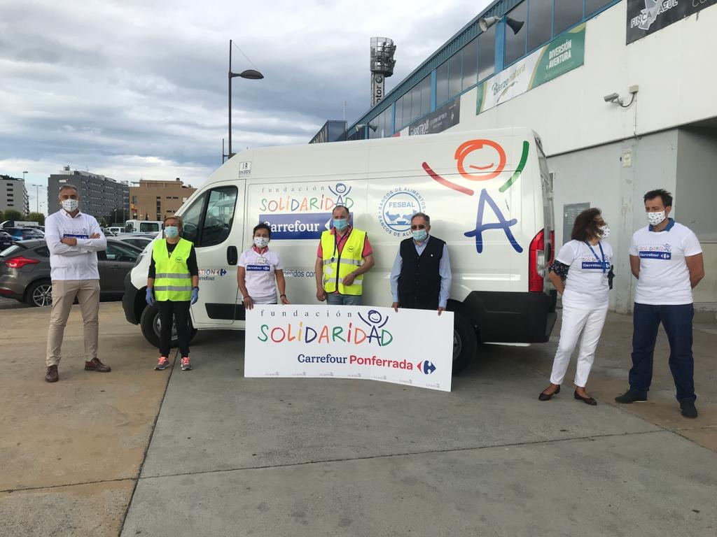 El Banco de Alimentos recibe una furgoneta donada por el centro Carrefour de Ponferrada 1