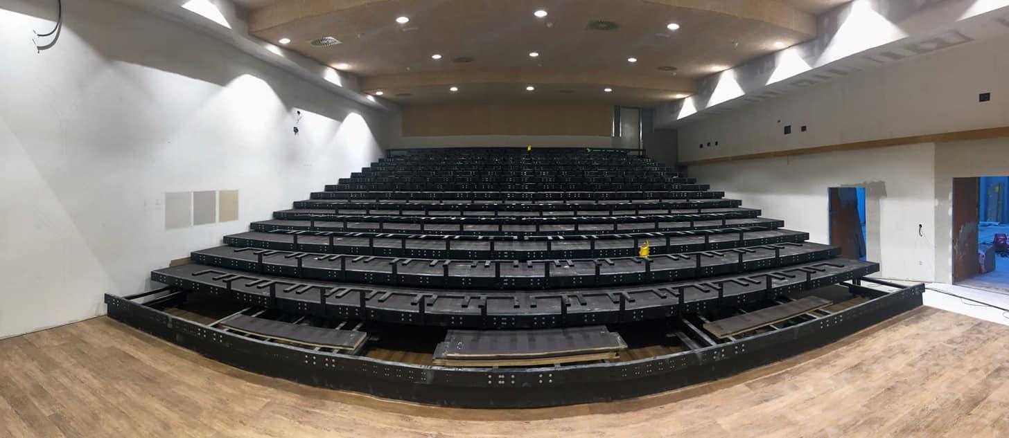 El histórico Salón de Actos del Colegio Diocesano San Ignacio se reinaugura hoy totalmente adaptado a los nuevos tiempos 4