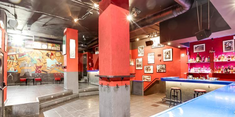 'El Penta', de mítico bar de los ochenta, a restaurante por la Pandemia 1