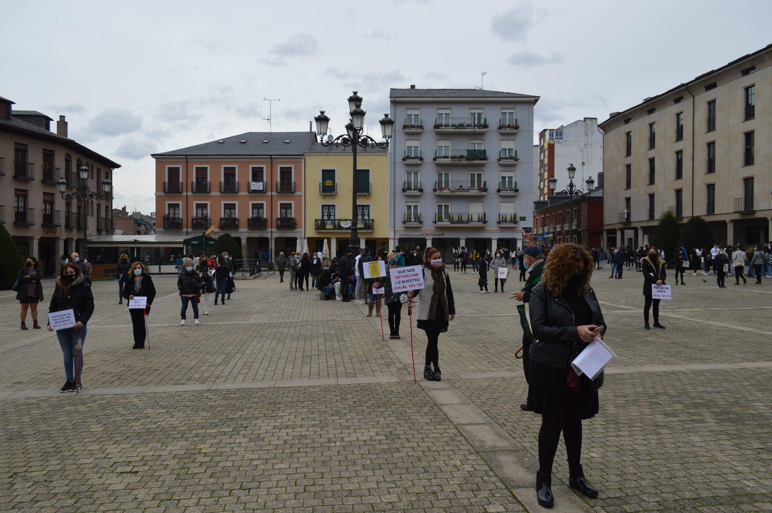 Peluquerías y centros de belleza de El Bierzo y Laciana se concentran en Ponferrada pidiendo apoyo para mantener el sector a flote 3
