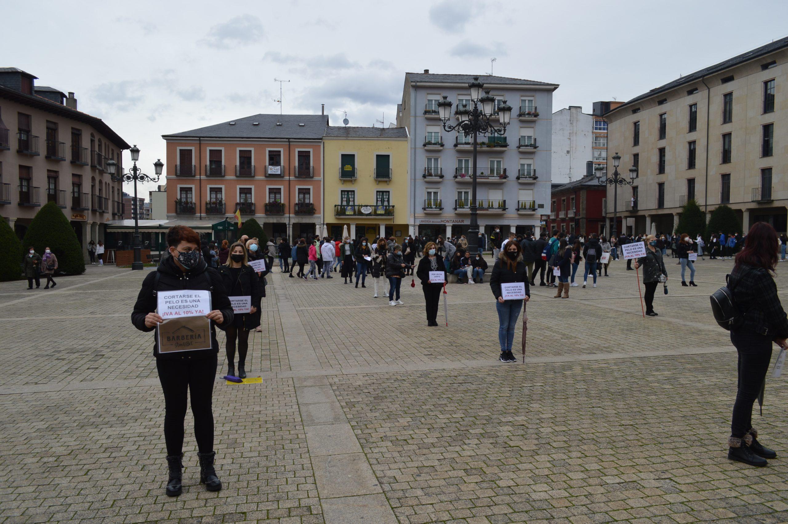Peluquerías y centros de belleza de El Bierzo y Laciana se concentran en Ponferrada pidiendo apoyo para mantener el sector a flote 4