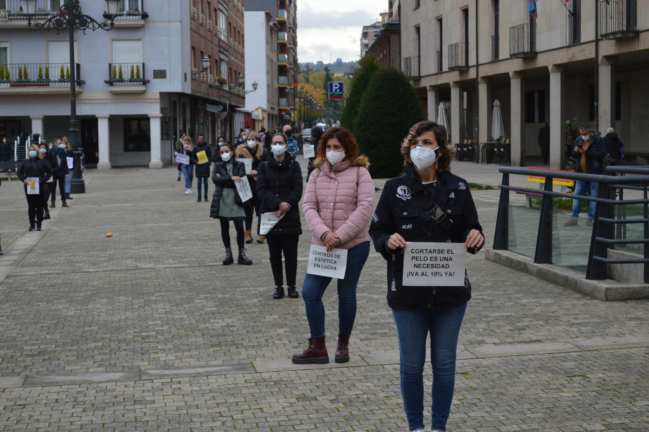 Peluquerías y centros de belleza de El Bierzo y Laciana se concentran en Ponferrada pidiendo apoyo para mantener el sector a flote 6