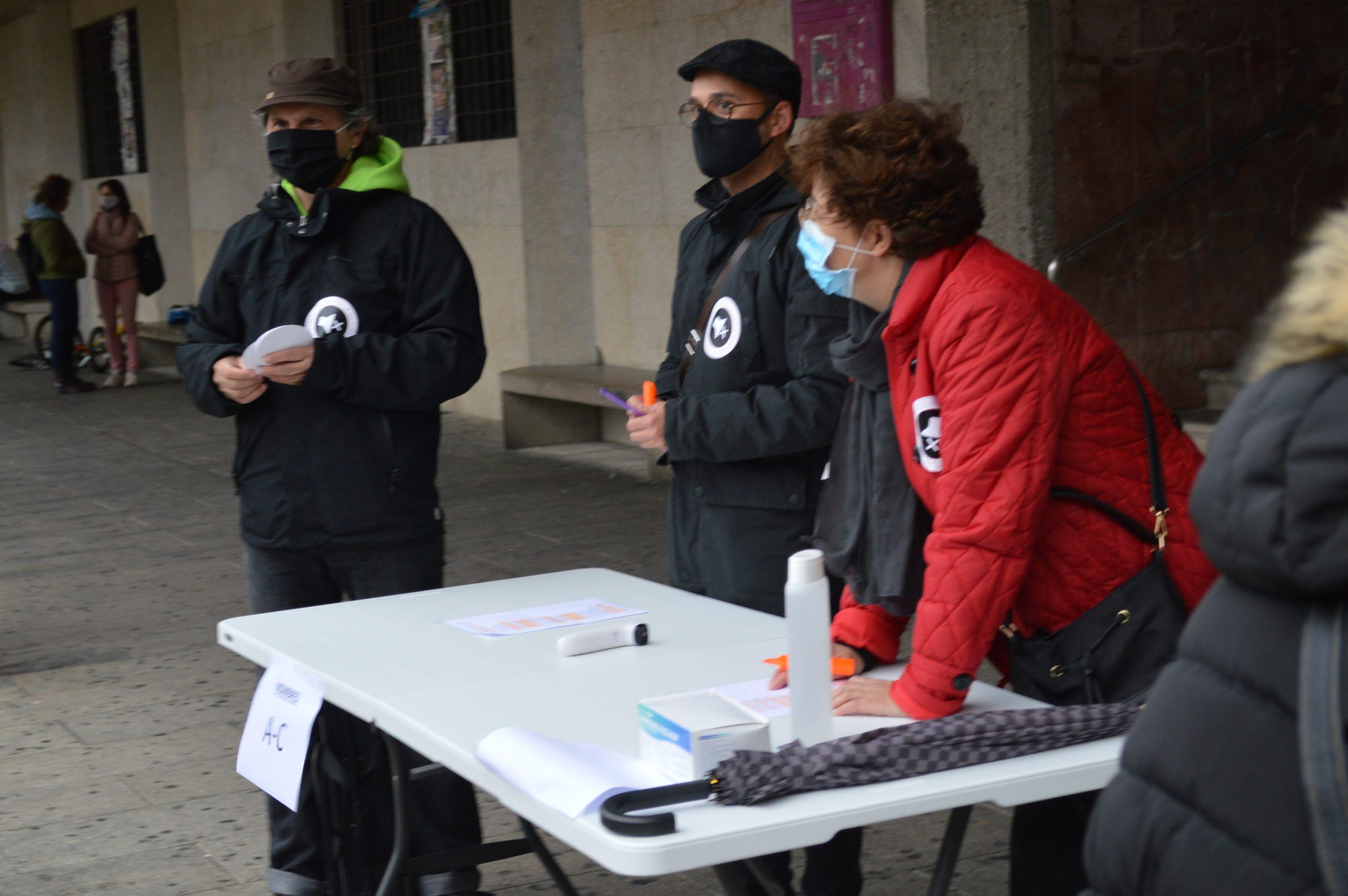 El sector de la cultura berciana activa la #alertaroja movilizándose en la plaza del Ayuntamiento de Ponferrada 3