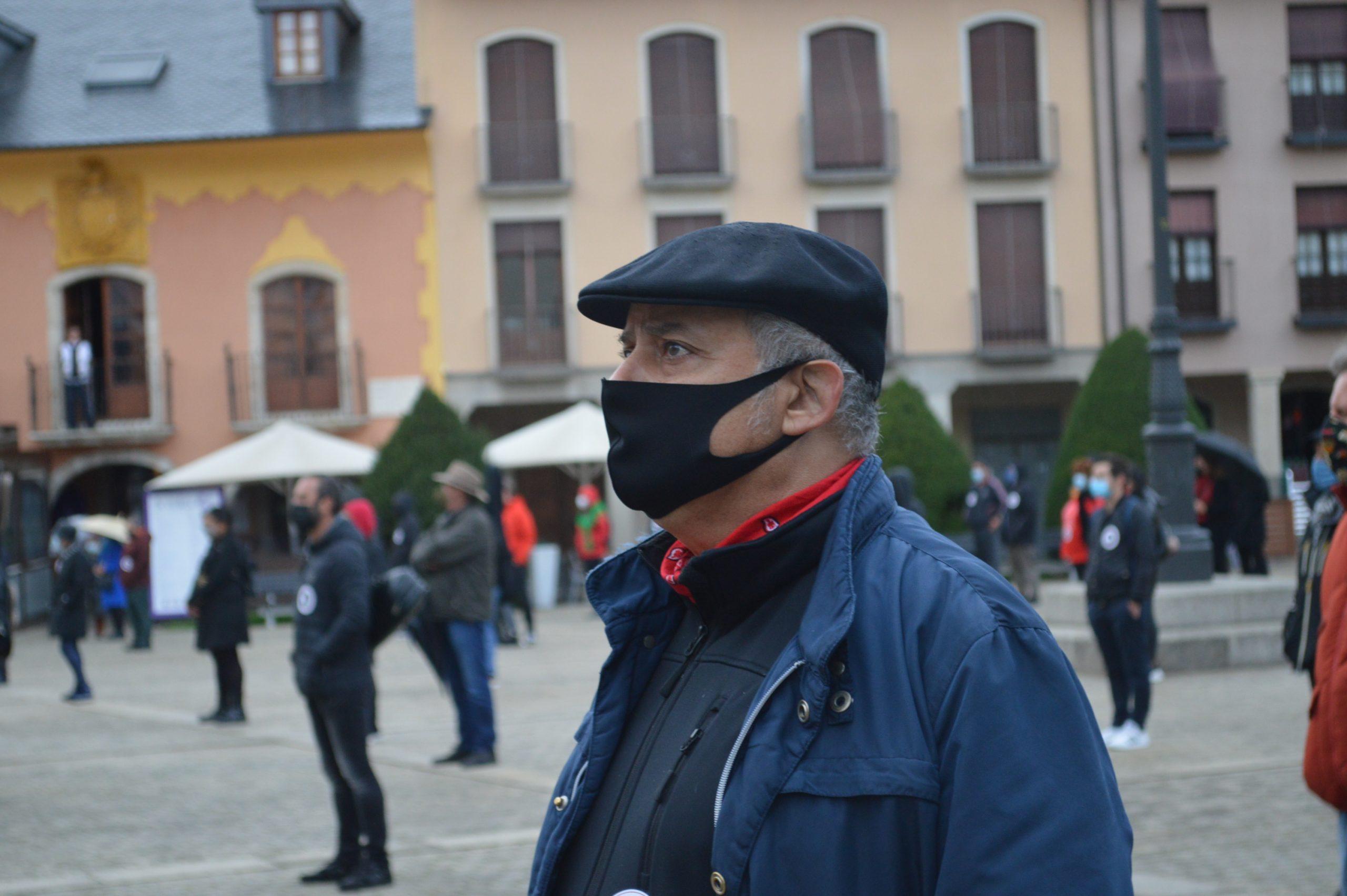 El sector de la cultura berciana activa la #alertaroja movilizándose en la plaza del Ayuntamiento de Ponferrada 14