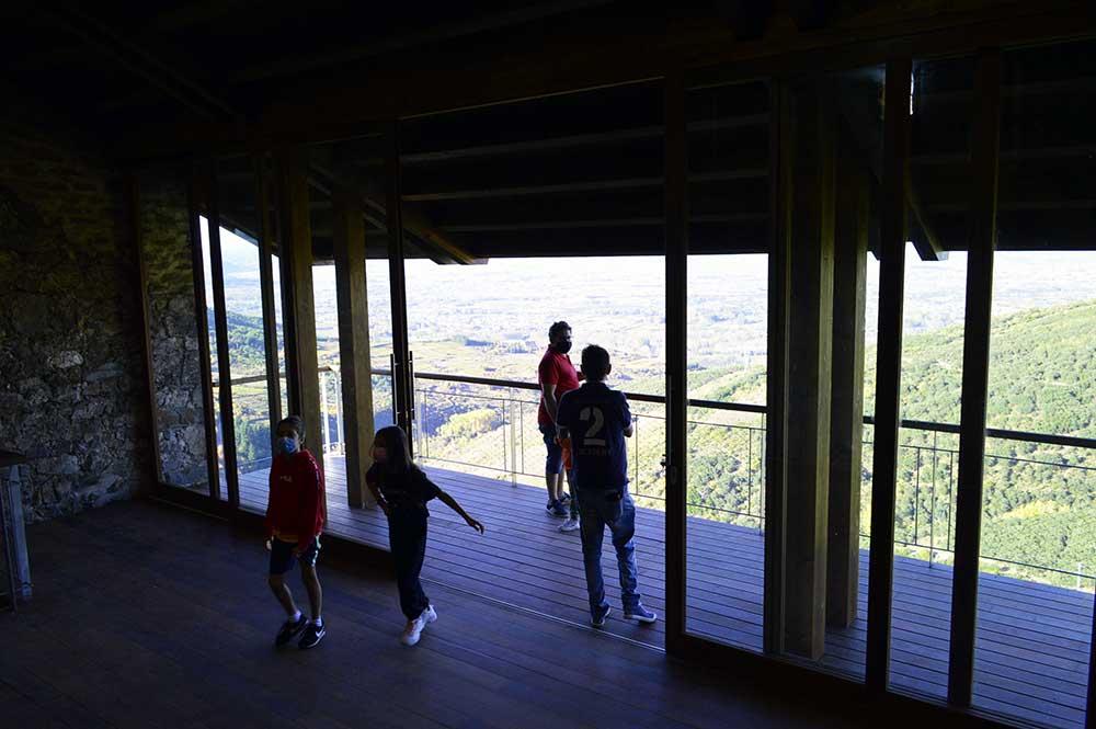 Castillo de Cornatel, una ruta entre un mirador de vértigo y el banco más bonito del Bierzo 4