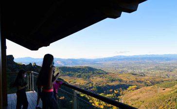 Castillo de Cornatel, una ruta entre un mirador de vértigo y el banco más bonito del Bierzo 9