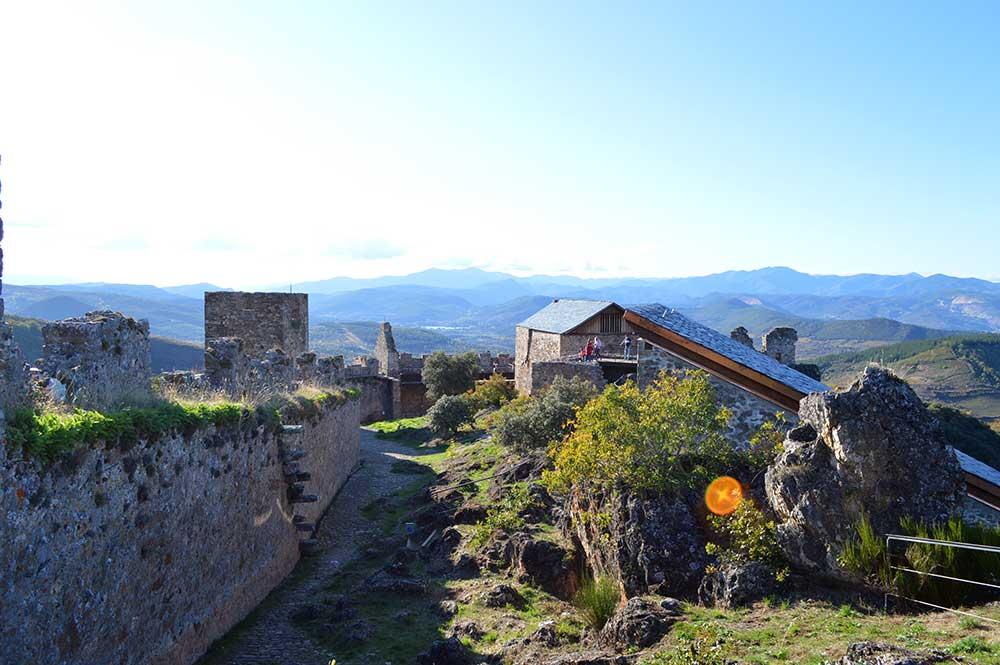 Castillo de Cornatel, una ruta entre un mirador de vértigo y el banco más bonito del Bierzo 16