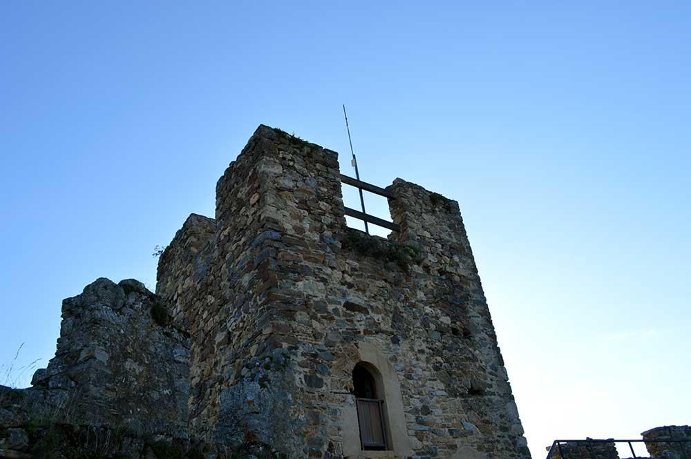 Castillo de Cornatel, una ruta entre un mirador de vértigo y el banco más bonito del Bierzo 18