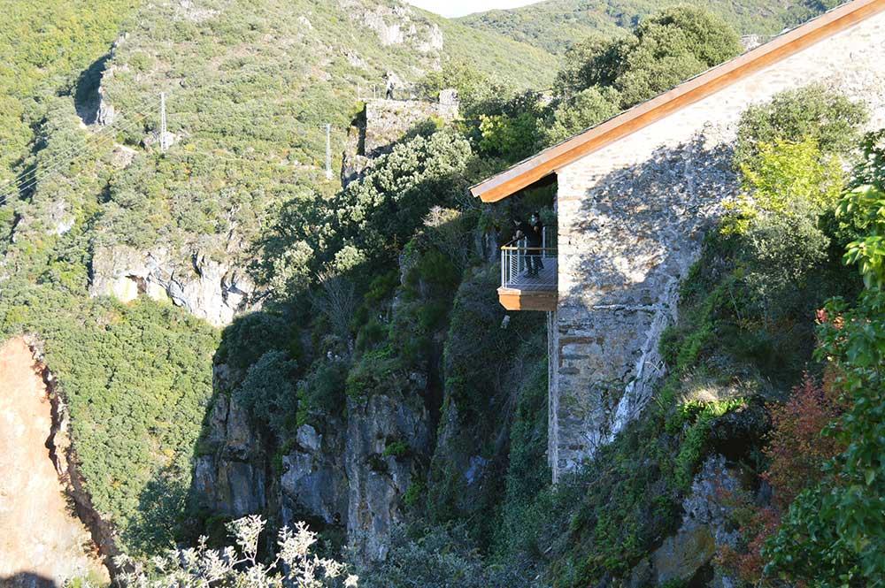 Castillo de Cornatel, una ruta entre un mirador de vértigo y el banco más bonito del Bierzo 19