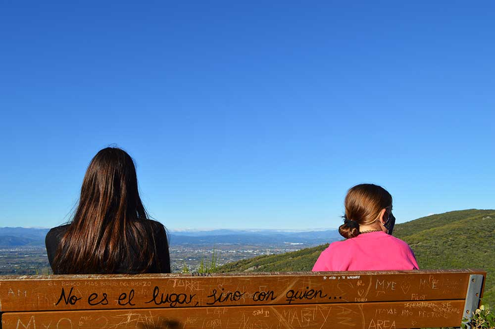 Castillo de Cornatel, una ruta entre un mirador de vértigo y el banco más bonito del Bierzo 5