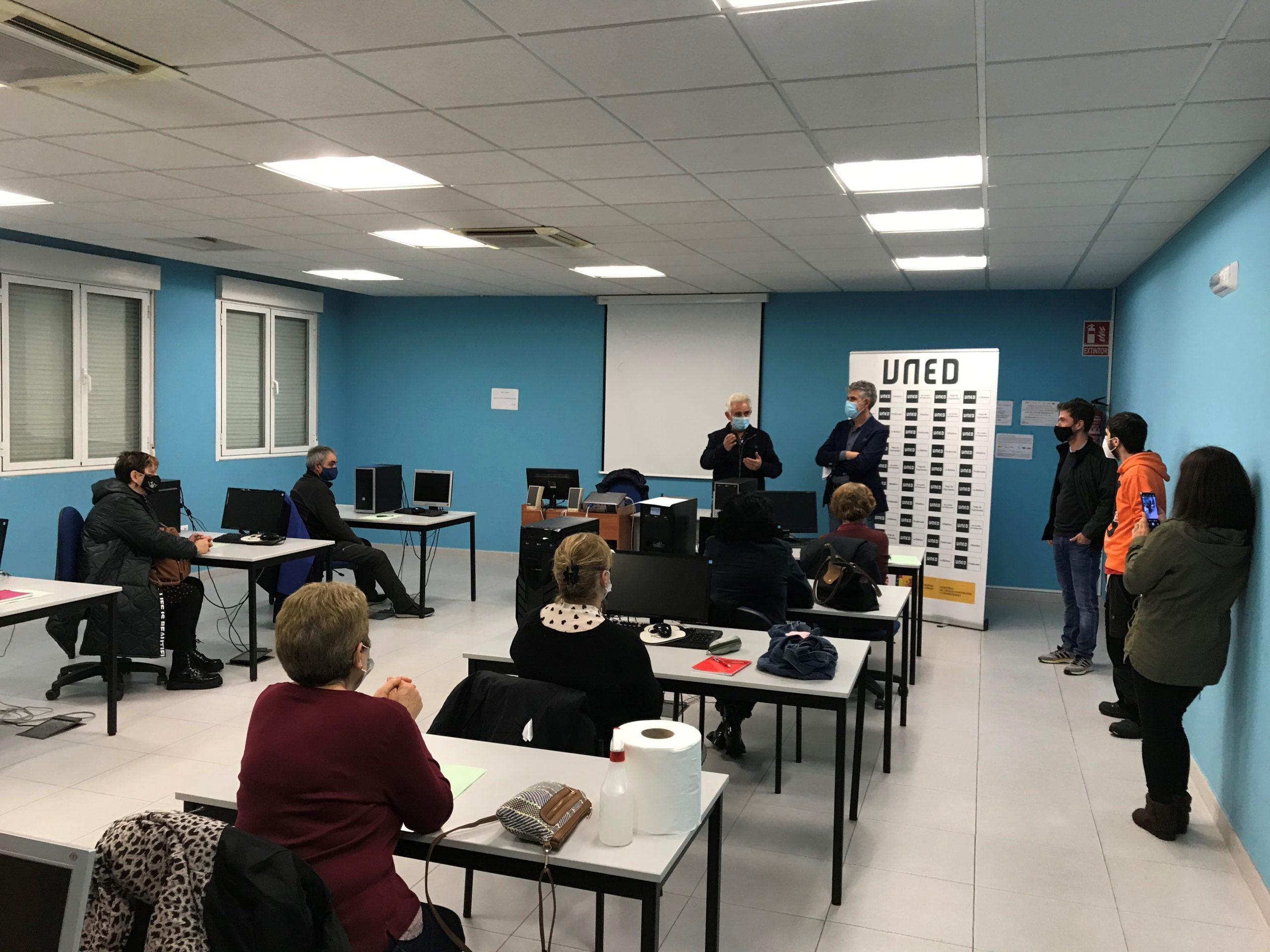 Comienza la actividad del programa UNED SENIOR en el Aula de la UNED en Vega de Espinareda 1