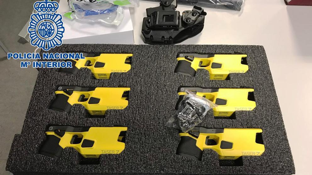 La Policía Nacional incorpora a su armamento las polémicas pistolas 'Taser' 1