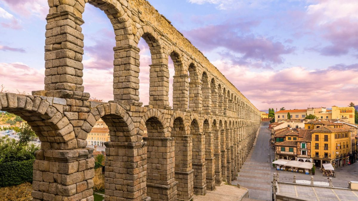 La Junta levanta las medidas excepcionales  en Ávila y Segovia referidas a restauración, centros comerciales y actividad deportiva en centros cerrados 1