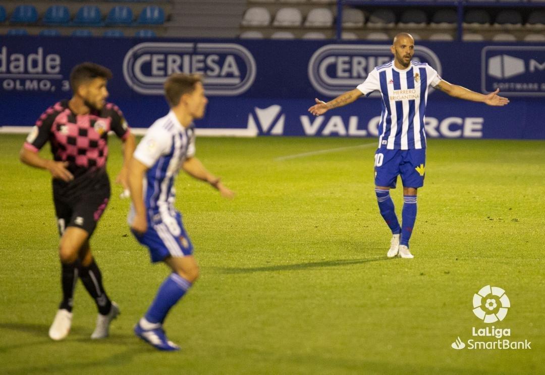 Una desconocida Ponferradina se deja llevar los tres puntos en El Toralín (0-3) 7
