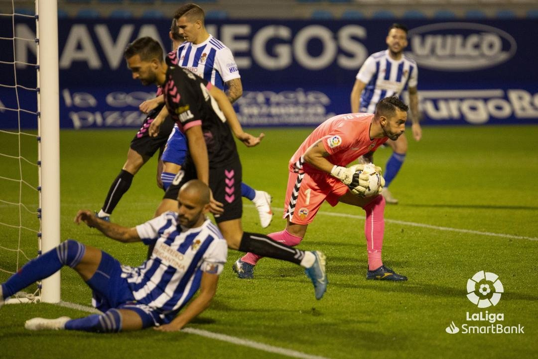 Una desconocida Ponferradina se deja llevar los tres puntos en El Toralín (0-3) 5