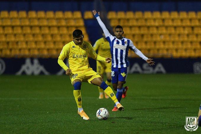 La Ponferradina se lleva los tres puntos en el Santo Domingo en un soporífero partido (1-0) 10