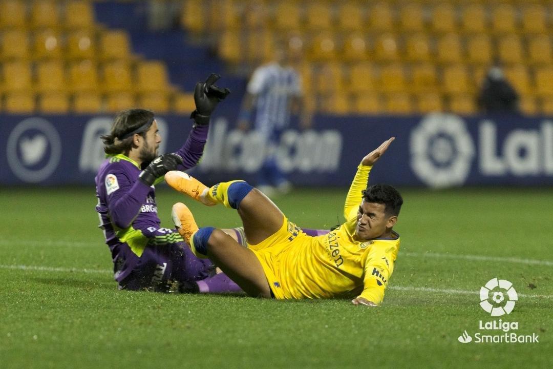 La Ponferradina se lleva los tres puntos en el Santo Domingo en un soporífero partido (1-0) 5