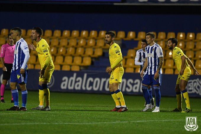 La Ponferradina se lleva los tres puntos en el Santo Domingo en un soporífero partido (1-0) 9