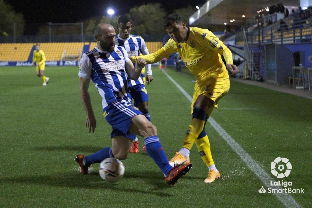 La Ponferradina se lleva los tres puntos en el Santo Domingo en un soporífero partido (1-0) 3