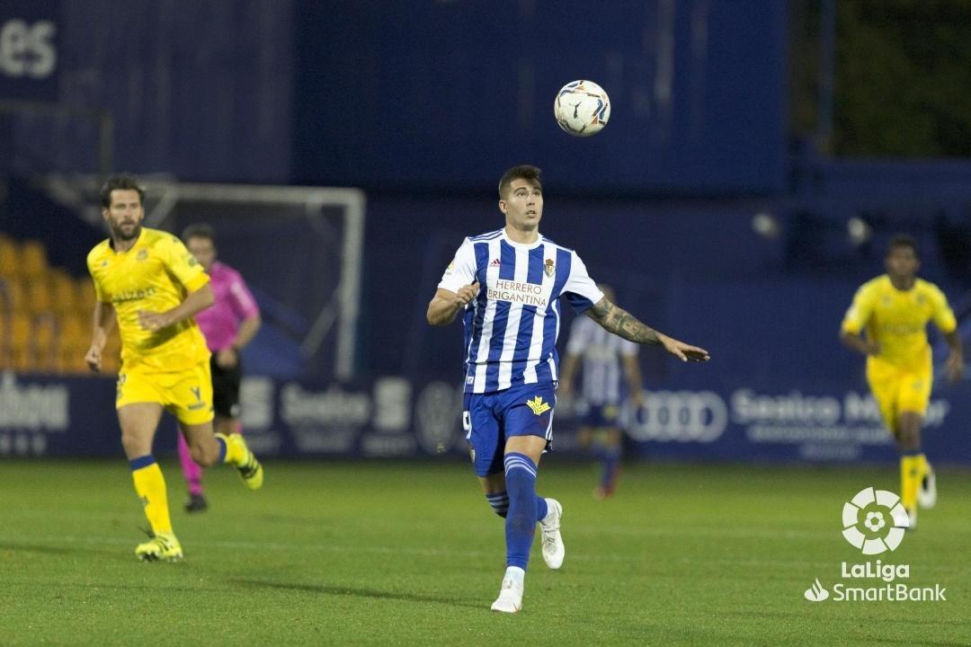 La Ponferradina se lleva los tres puntos en el Santo Domingo en un soporífero partido (1-0) 12