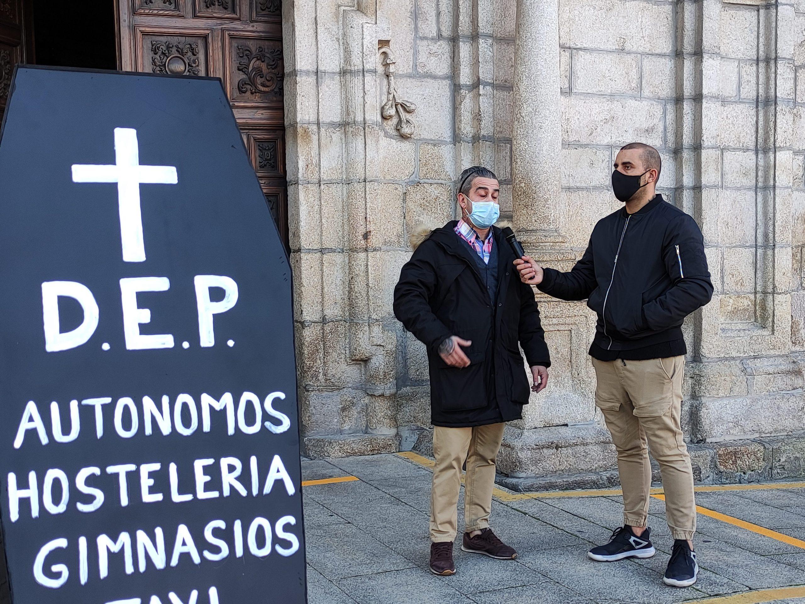 Autónomos, hostelería, gimnasios y gremio del Taxi escenifican la muerte de sus negocios 3