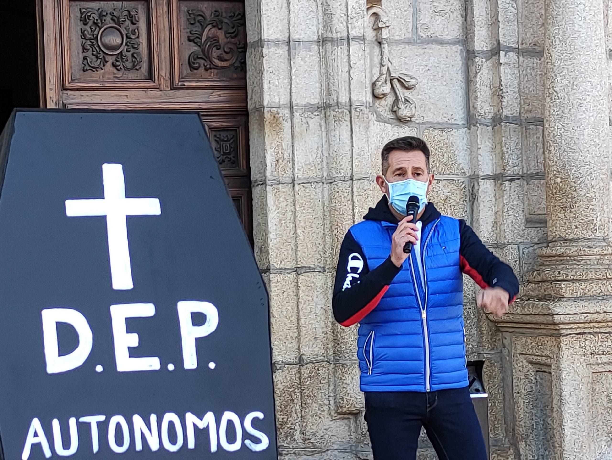 Autónomos, hostelería, gimnasios y gremio del Taxi escenifican la muerte de sus negocios 12