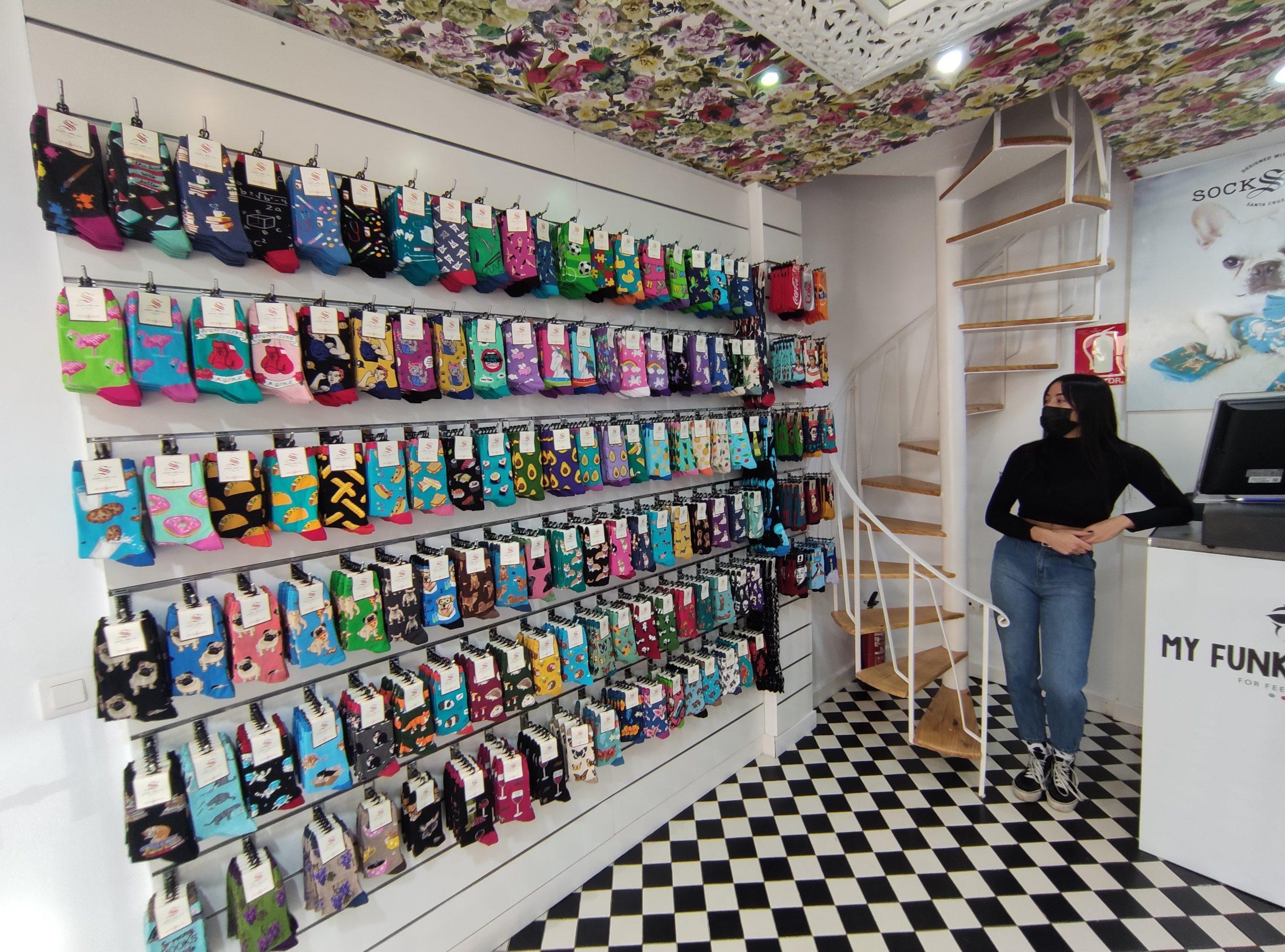 Ponferrada entra de lleno en el Black Friday y el centro recibe a 'My Funky Socks' una desenfadada tienda de calcetines 14