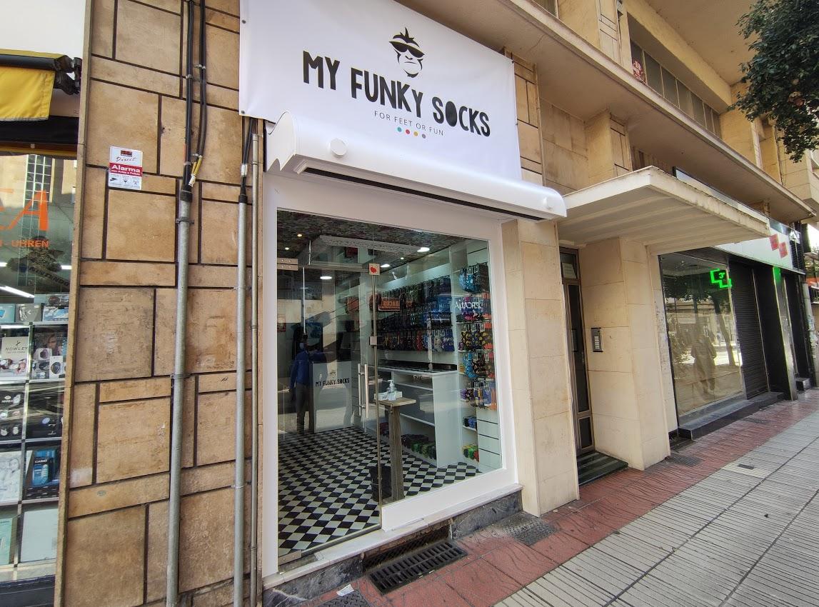 Ponferrada entra de lleno en el Black Friday y el centro recibe a 'My Funky Socks' una desenfadada tienda de calcetines 1