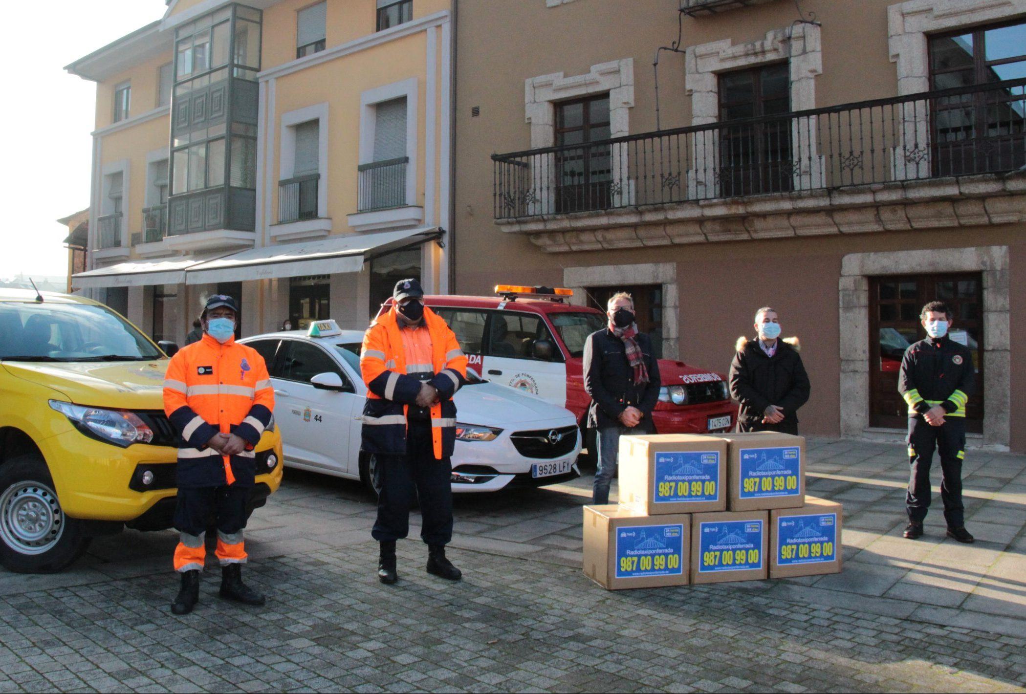 El Ayuntamiento y la asociación Radiotaxi Ponferrada distribuyen a partir de hoy más de 26.000 mascarillas en todos los colegios e institutos del Municipio 1