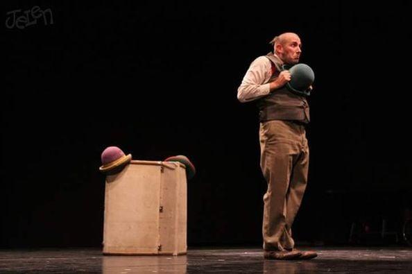 'El Comediante' Espectáculo familiar de circo y malabarismo en el Teatro de Cubillos del Sil 2