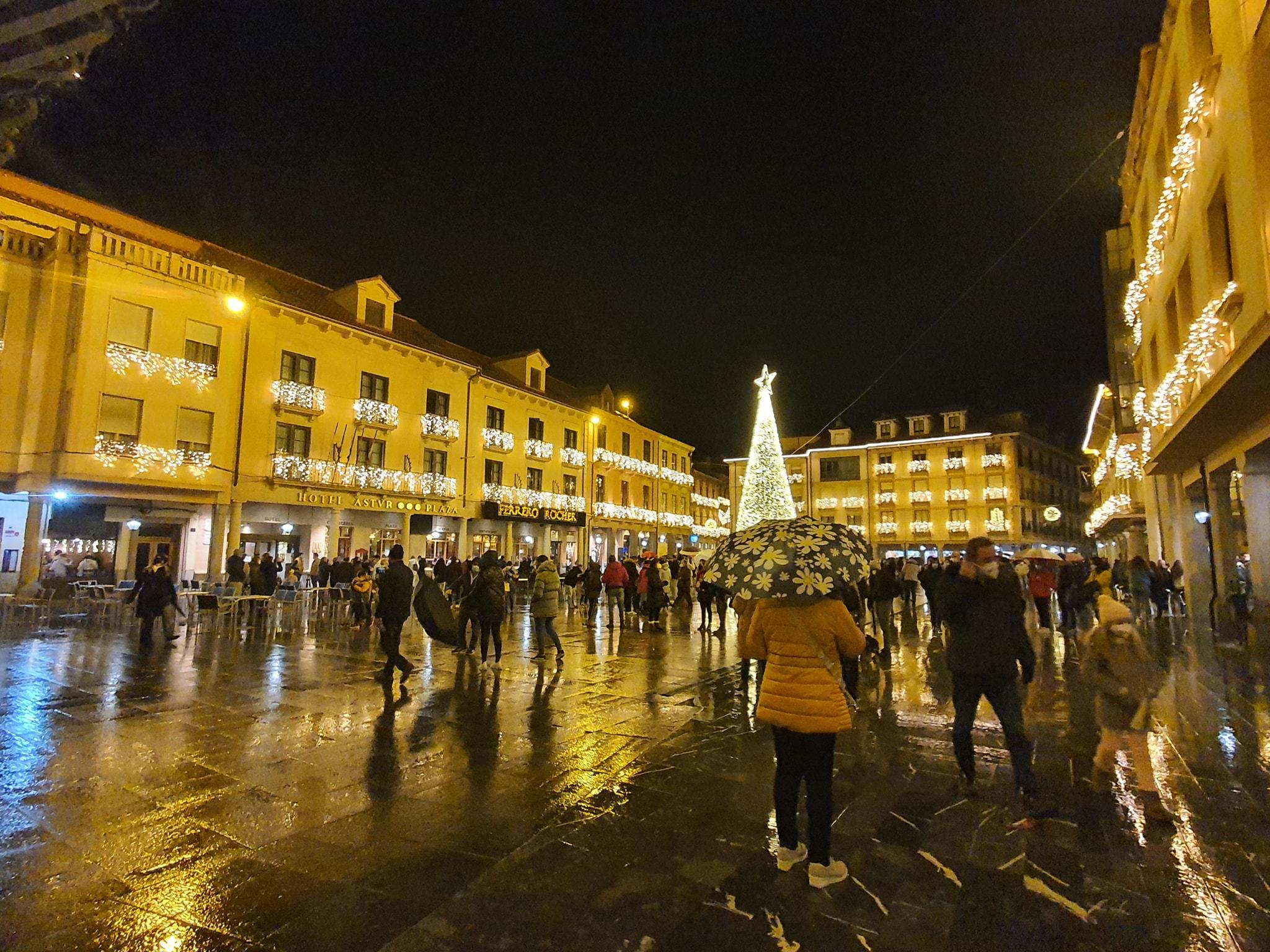 Astorga inunda las redes sociales con su iluminación 1