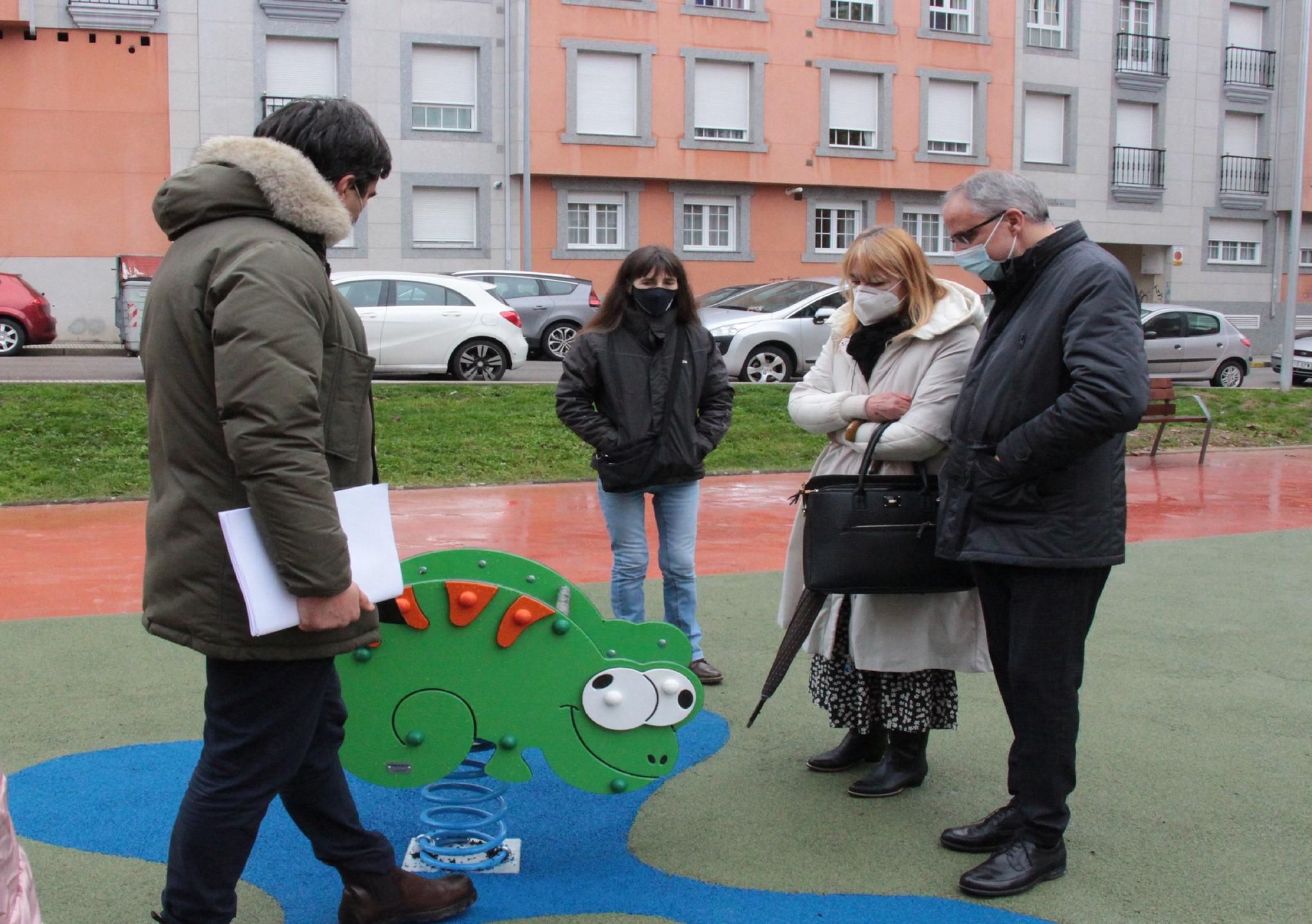 Inaugurado el parque infantil ubicado entre las calles Doña Beatriz y Cosme Andrade. 1