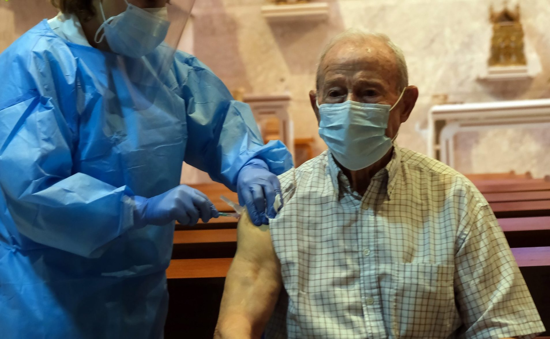 Áureo López García, de 88 años, primer vacunado en Castilla y León contra La Covid-19 1