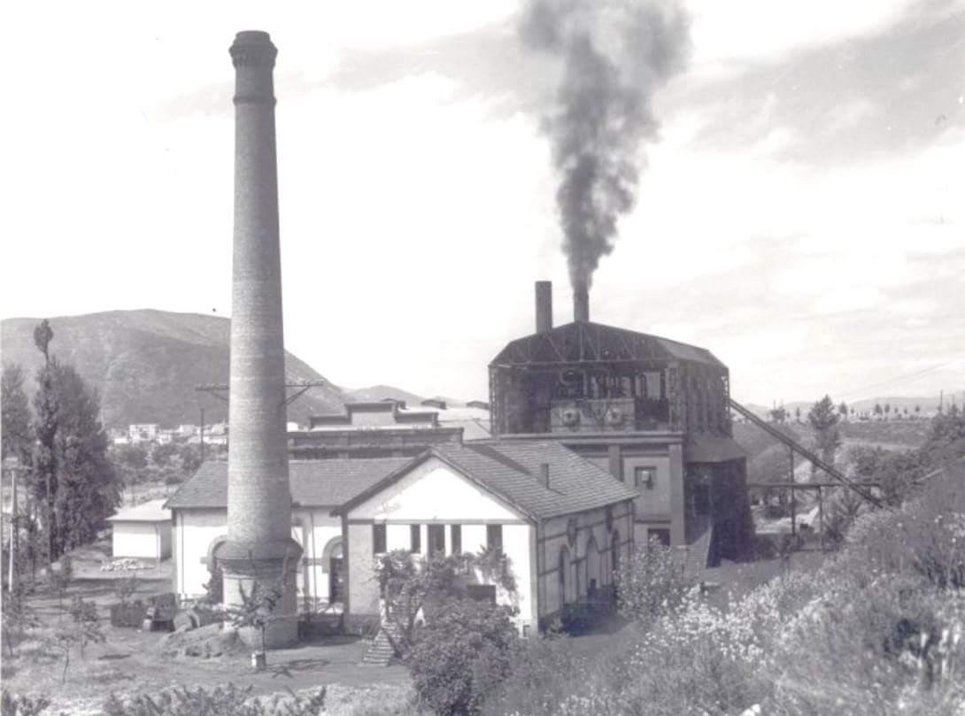 La histórica chimenea de la Fábrica de luz volverá a echar humo el 4 de diciembre para celebrar Santa Bárbara 1